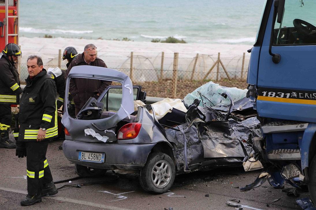 Terribile scontro sulla gela licata vittime due fidanzati - Incidente giardini naxos oggi ...