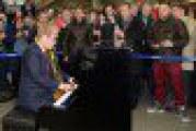 Elton John suona (a sorpresa) alla stazione della metro: il video