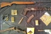 Catania, sequestrate pistole e kalashnikov in una casa di campagna