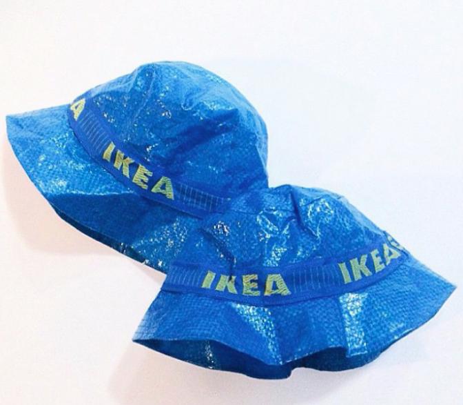 Dopo che la casa di moda Balenciaga ha deciso di copiare la famosissima busta dell'Ikea realizzando una borsa costosissima e di alta moda, si è scatenata l'ironia e la fantasia delle rete.Ecco tutto quello si può realizzare dalla busta Ikea che costa appena 99 cent. Guardate la gallery