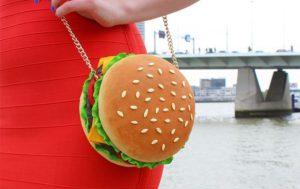 Scoppia la moda delle borse che fanno venire fame