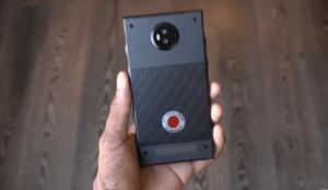 Smartphone olografico, design definitivo prezzo stratosferico (VIDEO)