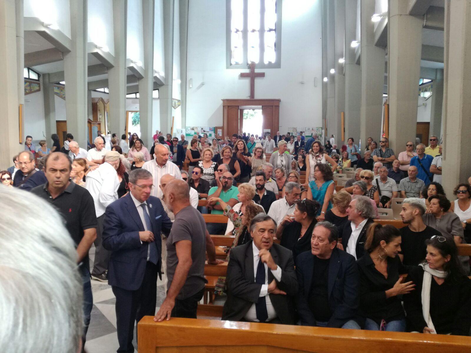 Le immagini dei funerali di Gigi Burruano, attore palermitano molto amato dal pubblico. Presenti amici, parenti e molti volti noti.