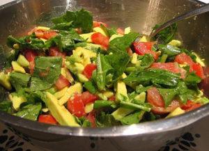 Insalata con avocado, la ricetta di un'insalata fresca e gustosa
