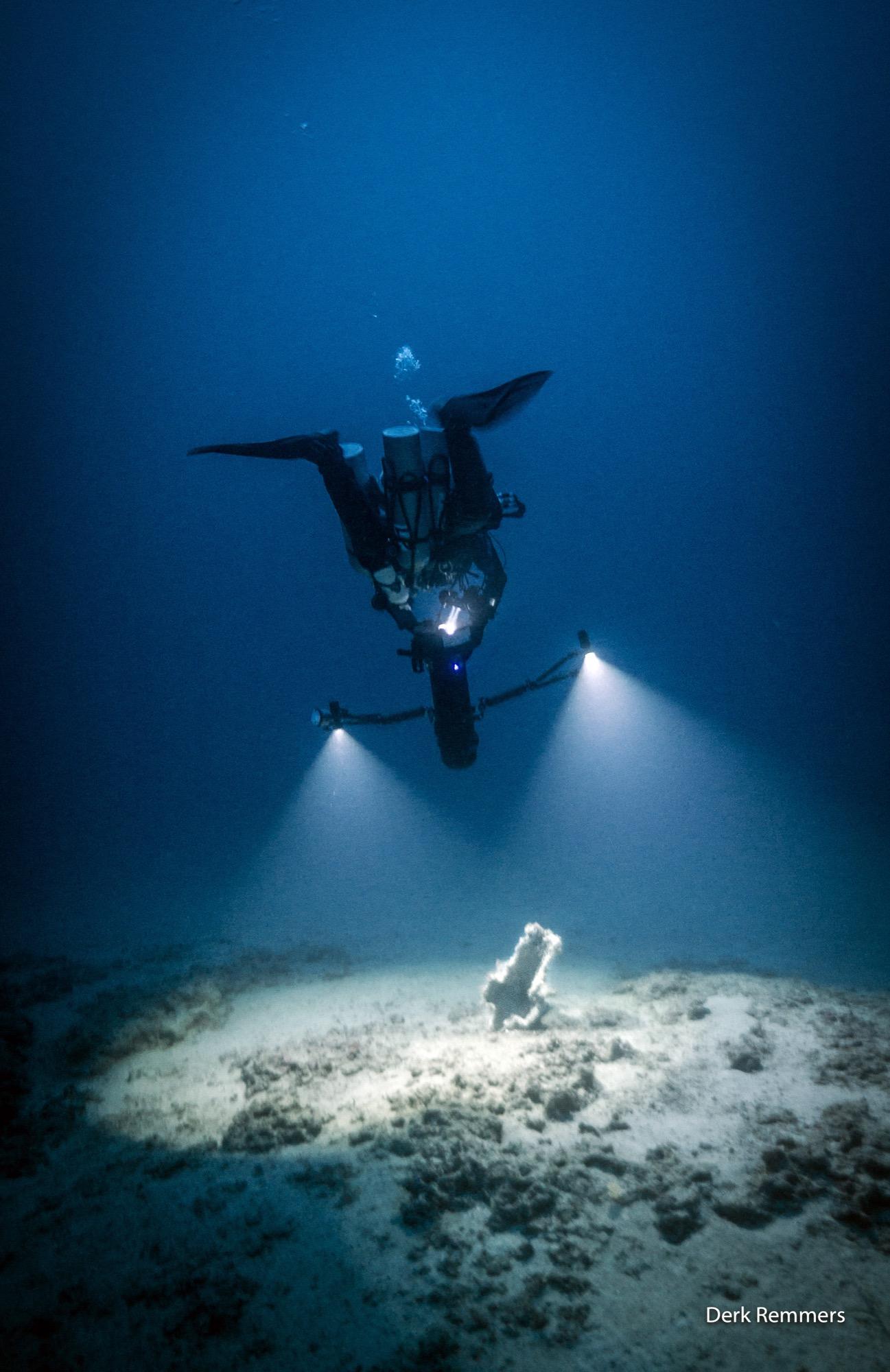 """Tra i 75 e i 95 metri di profondità, nei fondali a nord – ovest dell'isola di Levanzo, nel corso della campagna di ricerche effettuata nel mese di ottobre 2017 dalla Soprintendenza del Mare in collaborazione con i subacquei altofondalisti della GUE (Global Underwater Explorers), sono state effettuate delle scoperte di grande interesse scientifico che ampliano di molto le nostre conoscenze sulla """"Battaglia delle Egadi"""" il cui luogo ove avvenne era stato già identificato negli anni scorsi. Le ricerche effettuate nel corso di questa campagna hanno interessato un'area a forte presenza di emergenze rocciose sul fondale marino ed è stata"""