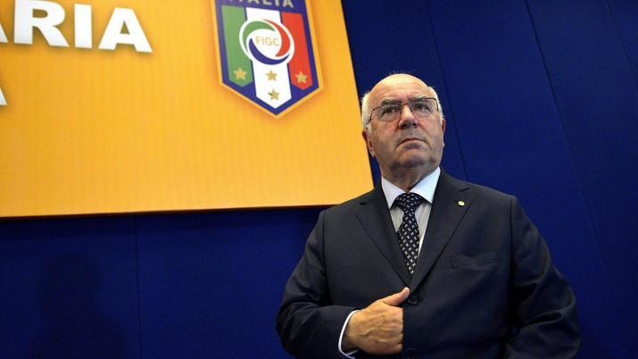 Tavecchio si dimette