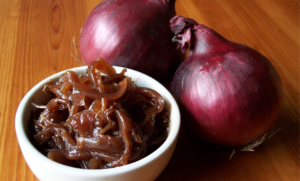 Cipolle rosse di Tropea caramellate, il contorno originale per carni e formaggi