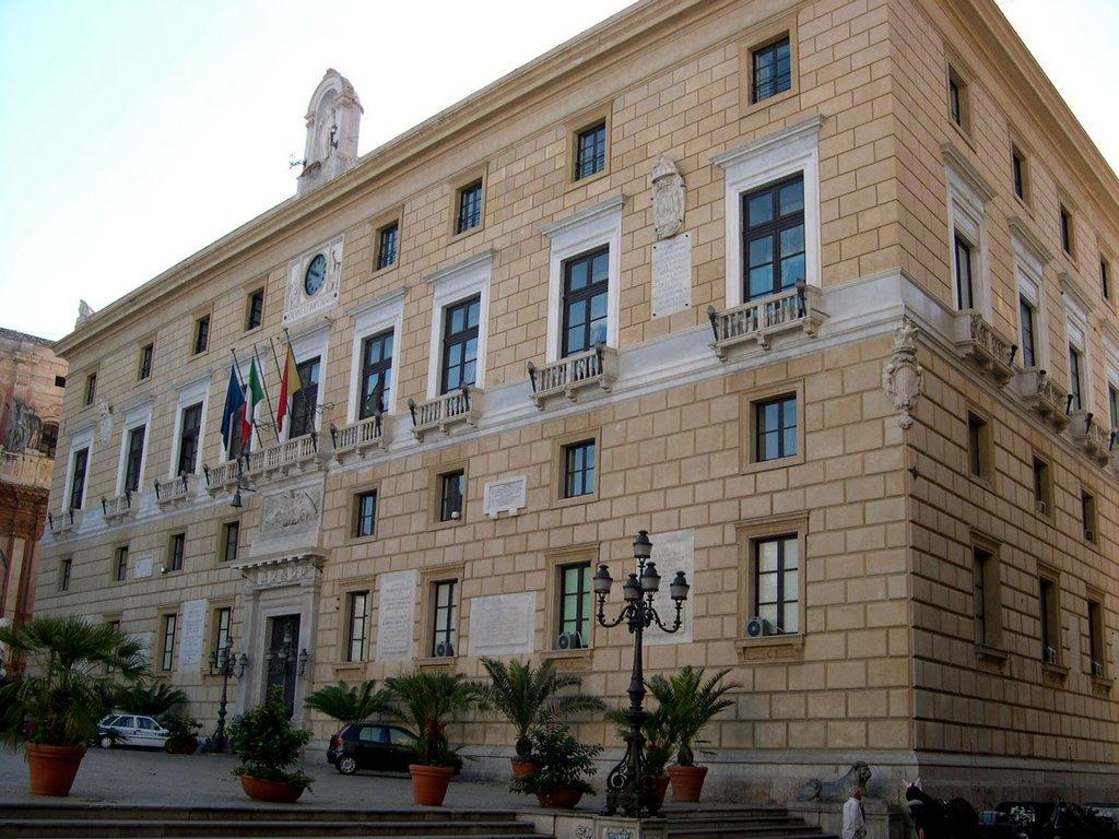 Palermo approvata modifica programmazione triennale 2015 for Palazzo 24