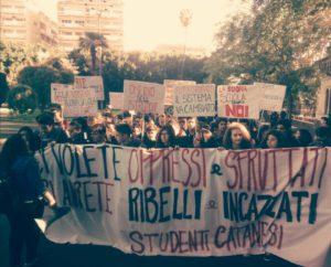 Protesta studenti a Catania, corteo blocca il centro della città
