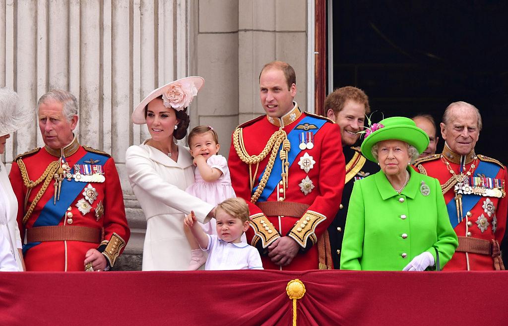 Costume Da Bagno Femminile In Inglese : Megan la prima donna a capo della guardia reale inglese megan
