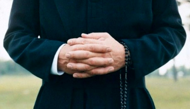 gangi parroco denunciato