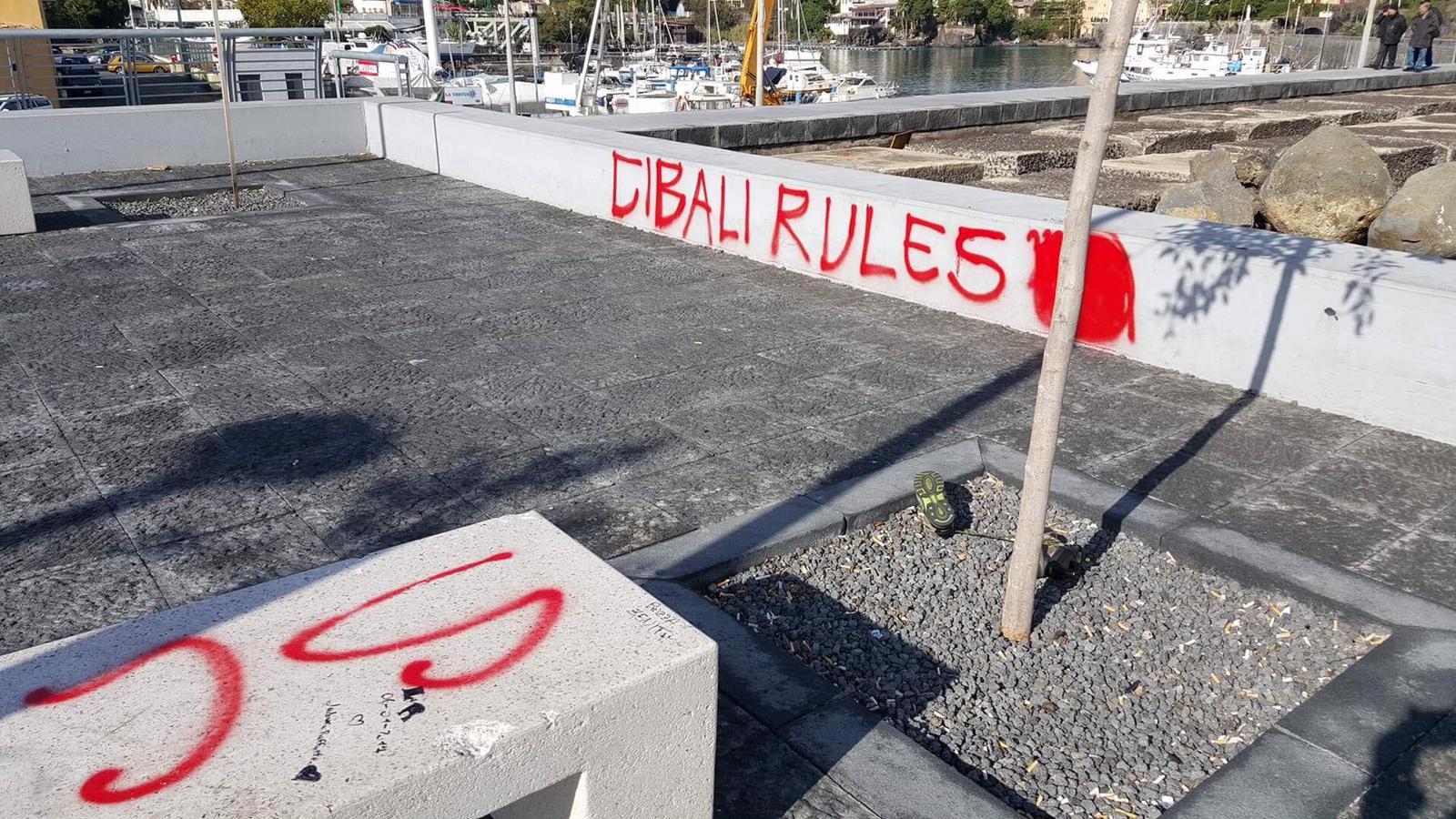 vandalizzata piazzetta ognina