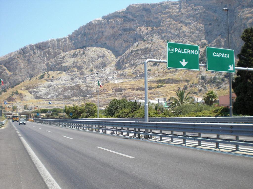 auto contromano in autostrada