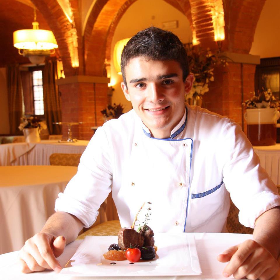 Ha solo 23 anni, ma ha già in tasca la vittoria di Masterchef Albania, l'esperienza di executive chef di un importante relais siciliano e la sfida di un progetto in cui punta a esprimere in toto la sua cucina. Parliamo di Bleri Dervishi, figlio dell'Albania che sognava l'Italia. Arrivato nel Bel Paese su un gommone, quando aveva solo 3 anni, a 11 entra nella cucina di un ristorante, e se ne innamora a tal punto da avere chiaro che da grande farà lo chef. Da poco alla guida del nuovo Lomi Restaurant di Milano, ha iniziato anche a scrivere un