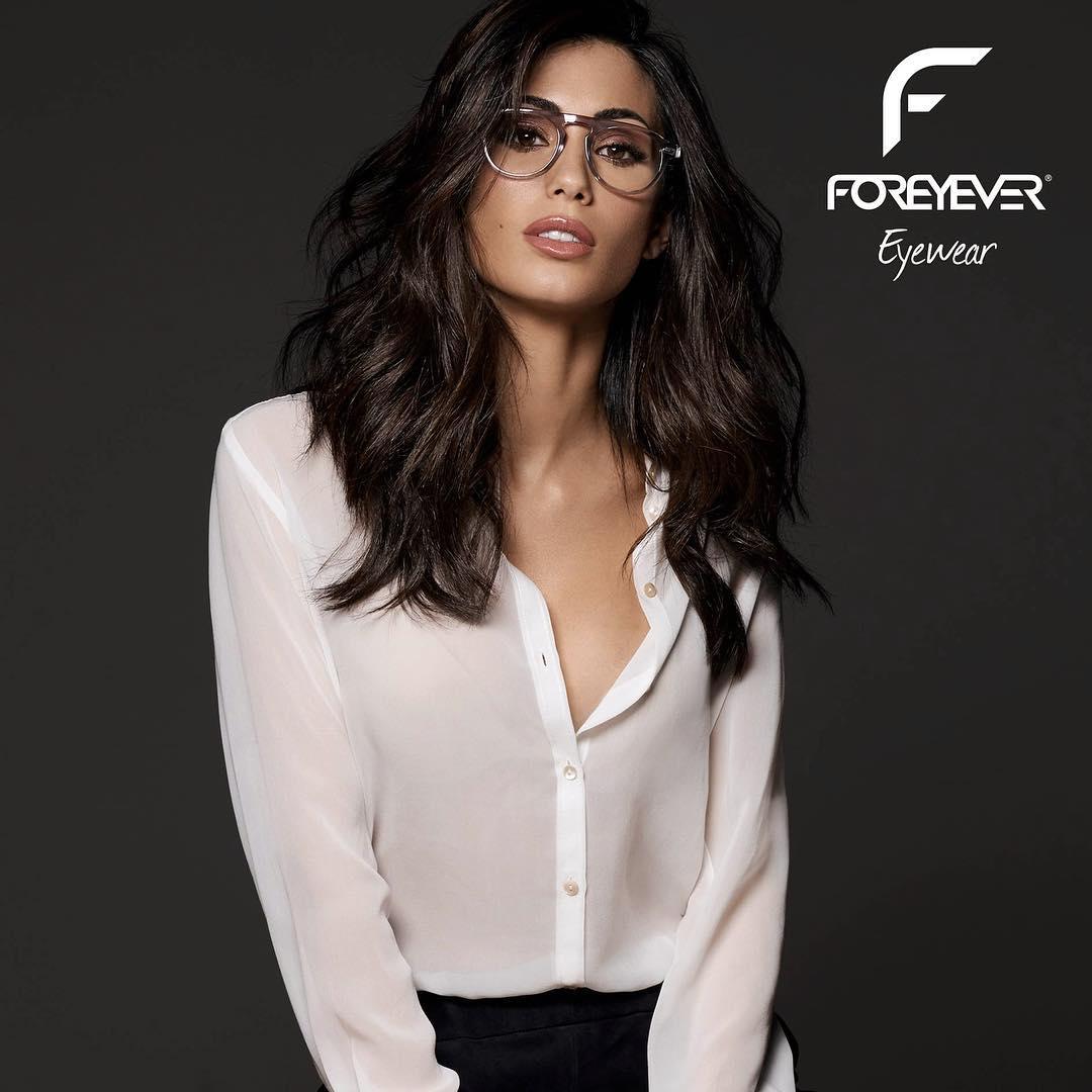 """Federica Nargi scelta al posto di Belen. In noto marchio di occhiali Foreyever che vantava come testimonial Belen Rodriguez ha deciso di cambiare e al suo posto ha scelto Federica Nargi per lanciare la nuova collazione. E' lei ora la nuova testimonialdel famoso brand. La vita e la carriera diFederica Nargi, 28 anni, va a gonfie vele, è la compagnadiAlessandro Matri, da cui ha avuto la piccola Sofia poco più di un anno fa. Intvha trovato il successo alla guida di """"Colorado"""".Ora arriva anche la proposta di Foreyever che l'ha scelta come testimonial. Belen Rodriguez, fino ad agosto 2017 era"""