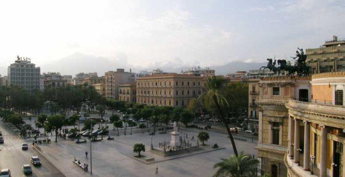Manifestazione Piazza Politeama