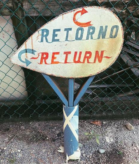 Stefano De Martino torna in Italia e corre a riabbracciare il figlioletto, Santiago. Il ballerino ventottenne ha sentito molto la mancanza del bimbo durante le settimane trascorse in Honduras. E' stato difficile per lui non essere presente al compleanno del bimbo festeggiato qualche giorno fa. Il figlio gli è mancato moltissimo mentre lavorava lontano da inviato dell'Isola dei Famosi13. Ora finalmente può stare di nuovo insieme a lui. GUARDA LE FOTO DI STEFANO E SANTIAGO Stefano è stato visto a passeggio a Milano in compagnia delbimbi cheè molto affezionato al suo papà. Look casual per il ballerino 28enne, cappellino con