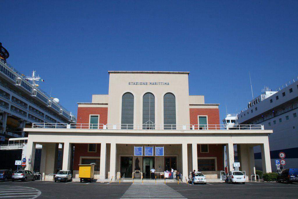 Stazione marittima porto di Palermo