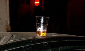 Vietati gli alcolici in bottiglia dalle 21 alle 7 fino al 31 luglio a Palermo