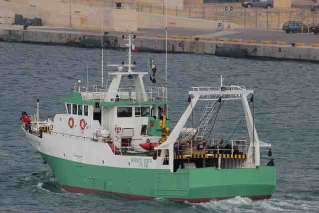 """I due pescherecci mazaresi sequestratinella tarda sera di martedì9 ottobre, sono stati rilasciati: """"Eravamo a ben ragione fiduciosi, fin dalle prime ore del sequestro da parte della motovedetta libica, che i due pescherecci mazaresi """"Afrodite Pesca"""" e """"Matteo Mazzarino"""" ed i complessivi 13 membri degli equipaggi potessero essere rilasciati nel breve tempo possibile. Pertanto ringraziamo il Governo Nazionale, la Farnesina, il Governo Regionale ed il Comando Generale delle Capitanerie di Porto che hanno seguito costantemente la vicenda e per la vicinanza mostrata ai nostri pescatori"""". Questo è quanto dichiarato dal Presidente del Distretto della Pesca e Crescita Blu, Nino Carlino,"""
