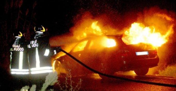 Incendiata auto di Gabriella Mazzone
