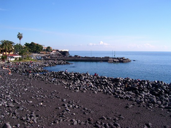 Pulizia spiaggia Ognina a Catania