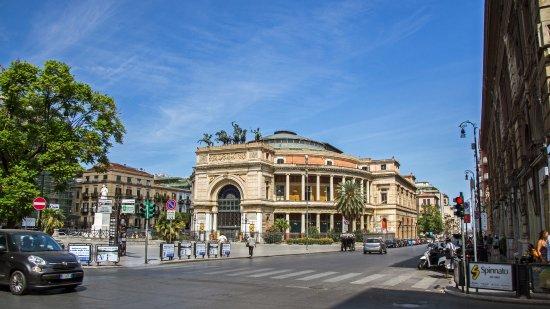 Ghiaccio in Piazza Castelnuovo