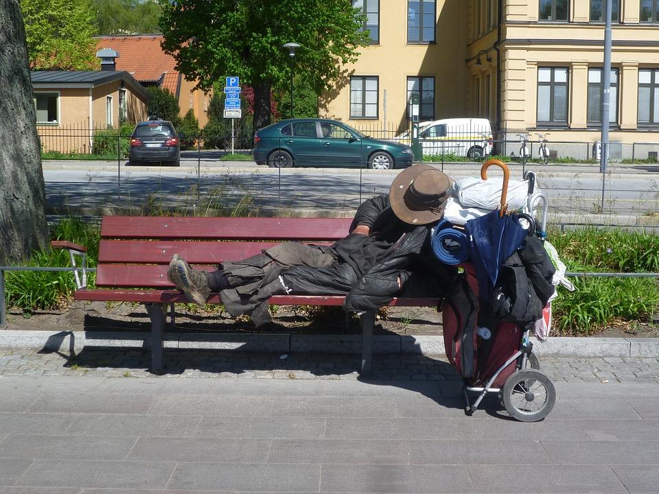 Pranzo ai senzatetto romani