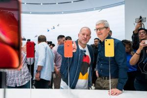 Jony Ive, lo storico designer di iPhone e Mac lascia Apple