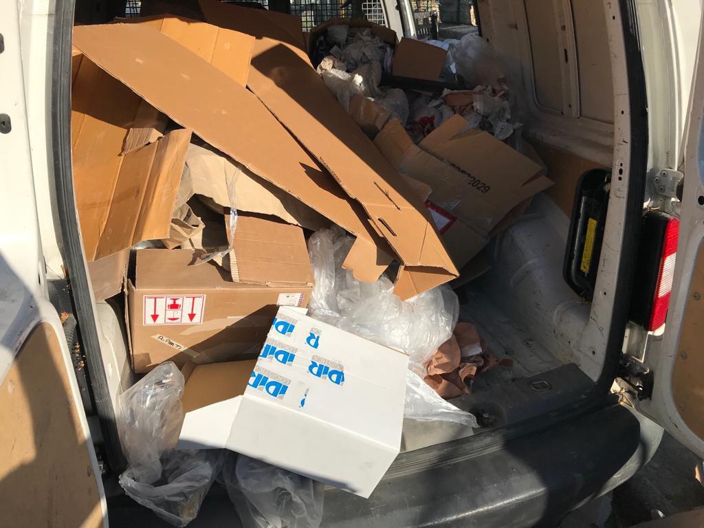 Sequestrato autocarro carico di rifiuti