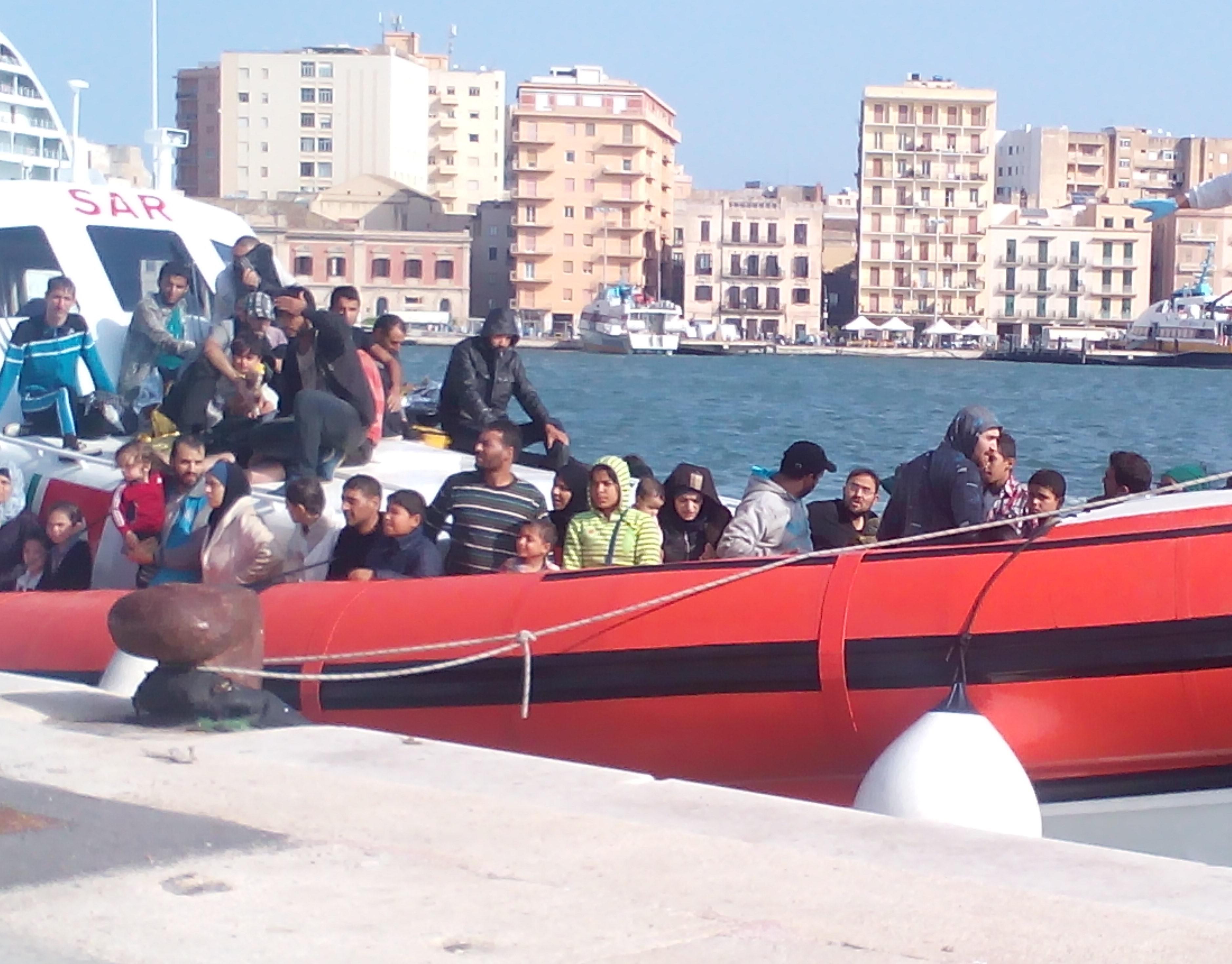 Migranti e Covid: Musumeci, servono nuove navi per la quarantena