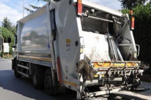 Passante ferito da un razzo a Palermo: era in un cassonetto