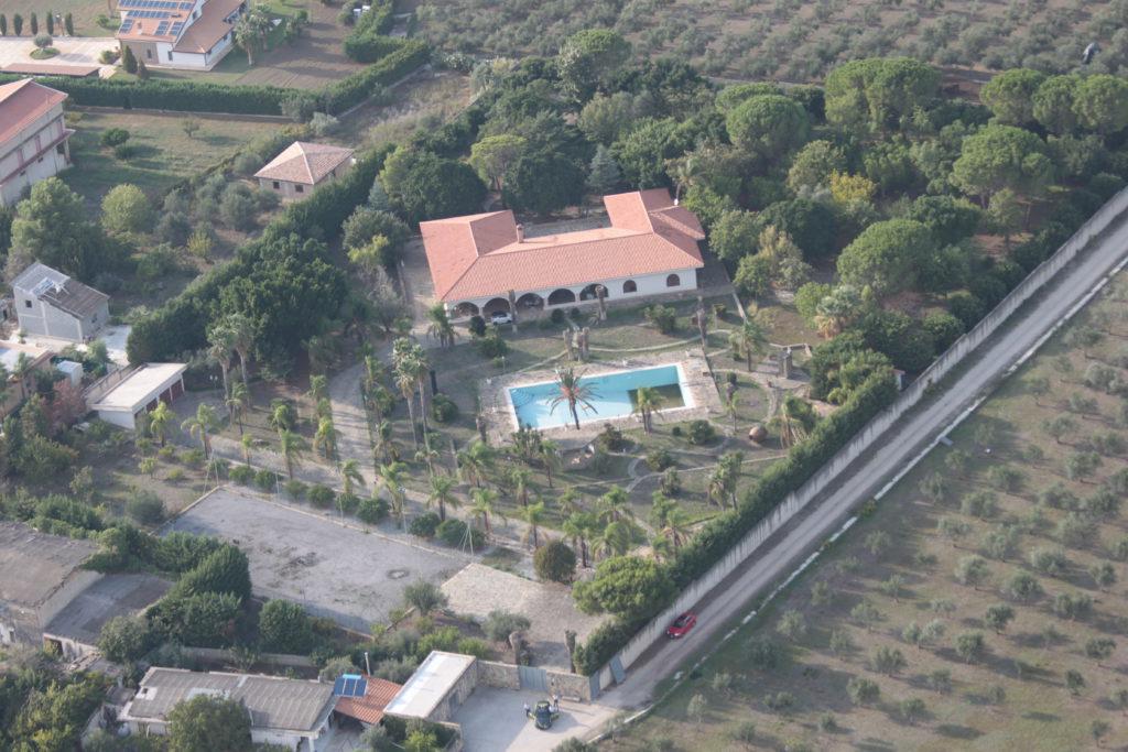 Confiscata villa