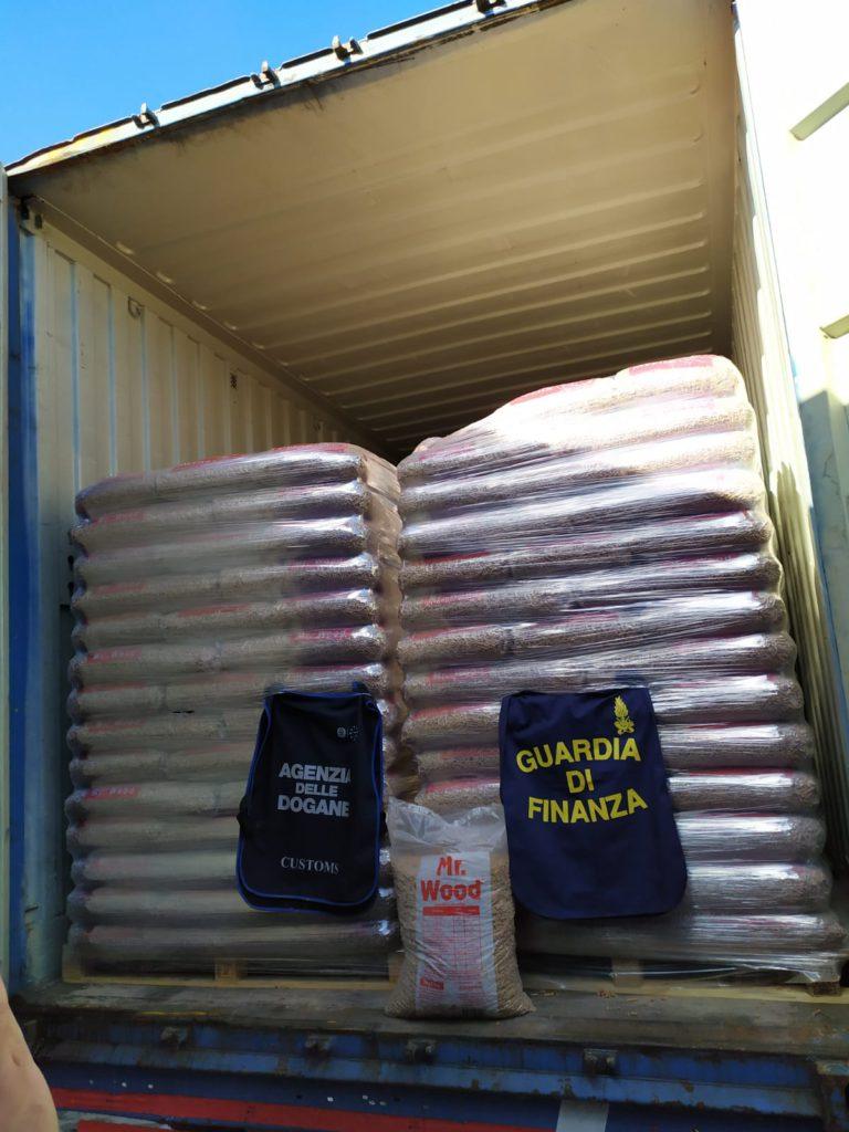 GdF sequestra sacchi di pellet