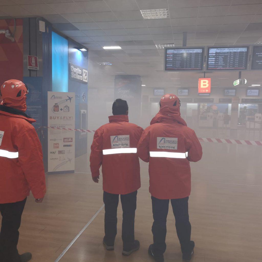 Esercitazione piano emergenza. E' ancora in corso l'esercitazione che riguarda il piano d'emergenza terminal all'aeroporto di Palermo.