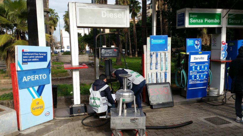 Sequestrato distributore di carburante