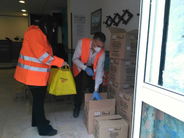 La 'Chiesa dei Cristiani' distribuisce cibo
