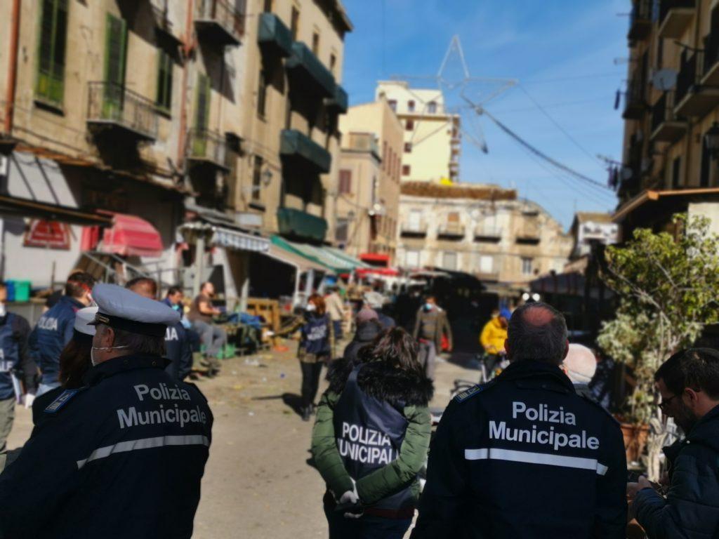 Blitz interforze contro gli ambulanti