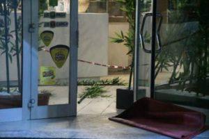 Sparatoria a Milano per rapina in un sushi bar: feriti i due titolari
