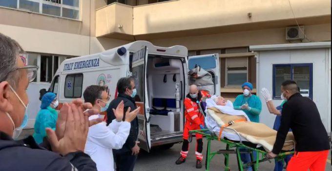 Coronavirus, dimessa paziente centenaria