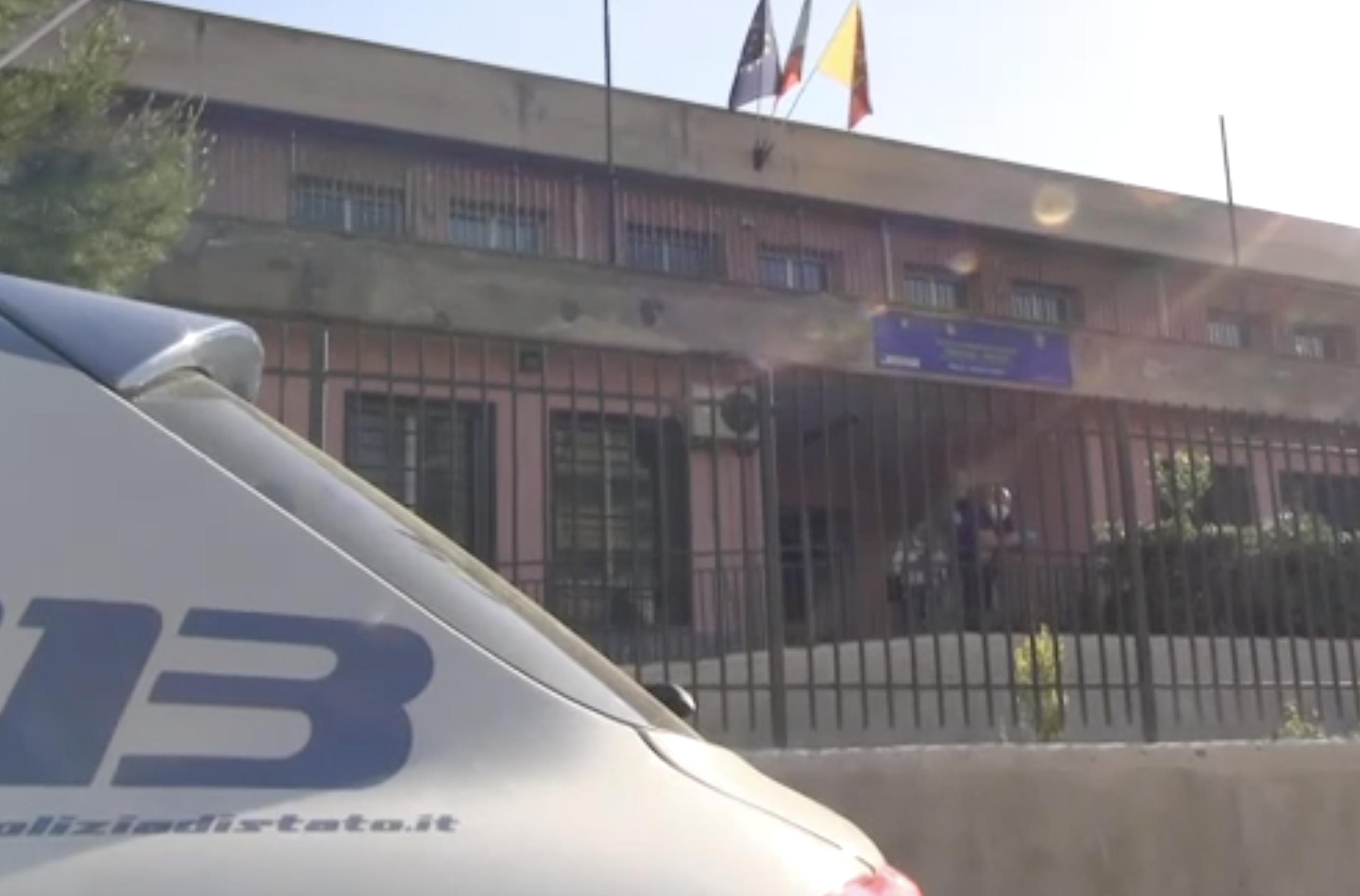 Distrutta scuola a Palermo