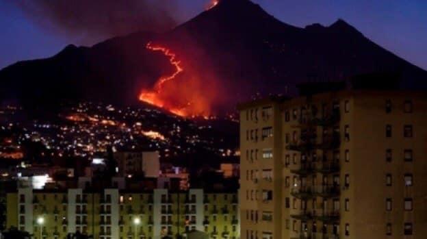 Notte di incendi a Palermo