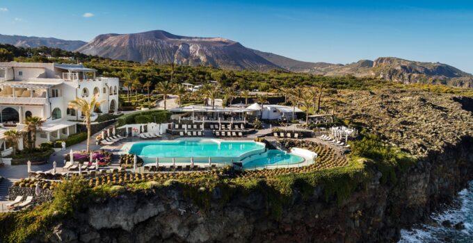 Riapre il Therasia Resort
