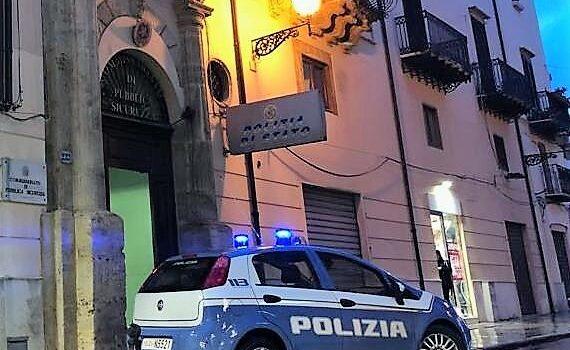 Non si ferma all'alt della Polizia