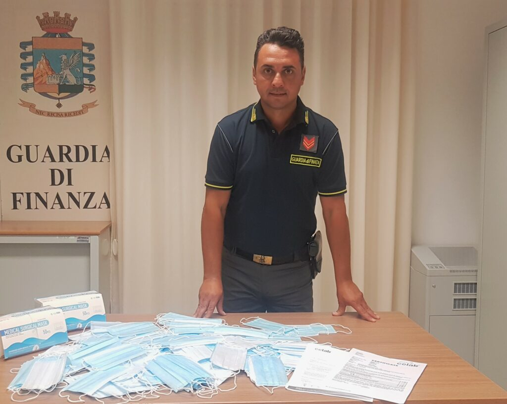 Sequestrate a Partinico 100 mascherine