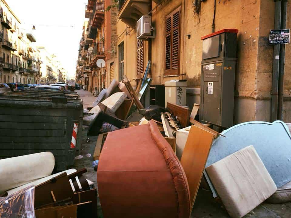 Abbandono rifiuti ingombranti a Palermo