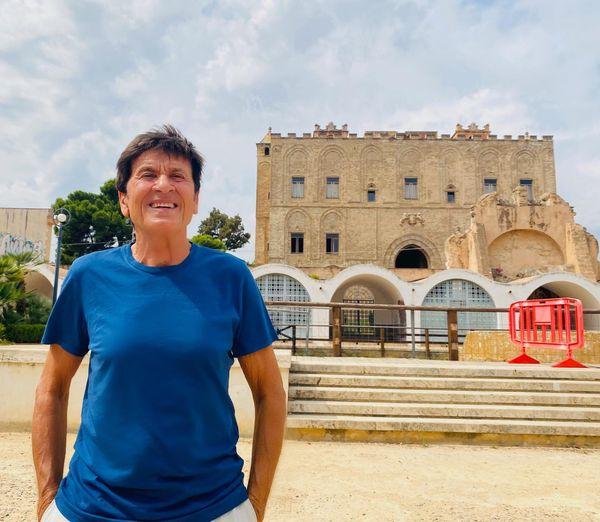 Gianni Morandi alla scoperta dei gioielli di Palermo, selfie alla Zisa e piazza Marina