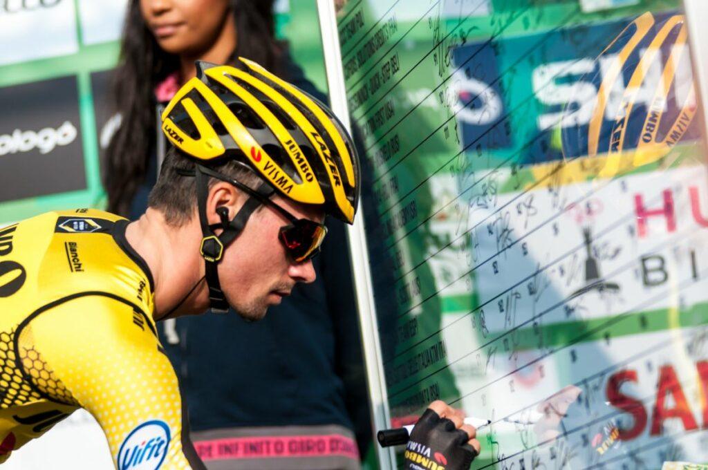 Tour: 14/a tappa ad Andersen, Roglic sempre in giallo