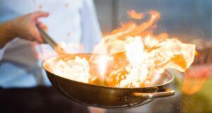 Sposa ferita dalla fiammata del flambè