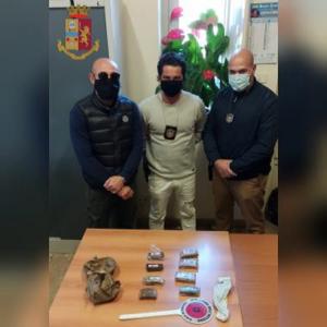 Palermo, trovati 800 gr. di hashish in una casa abbandonata